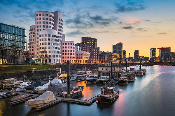 Silhouette und Skyline am Hafen, Immobilienmakler in Düsseldorf