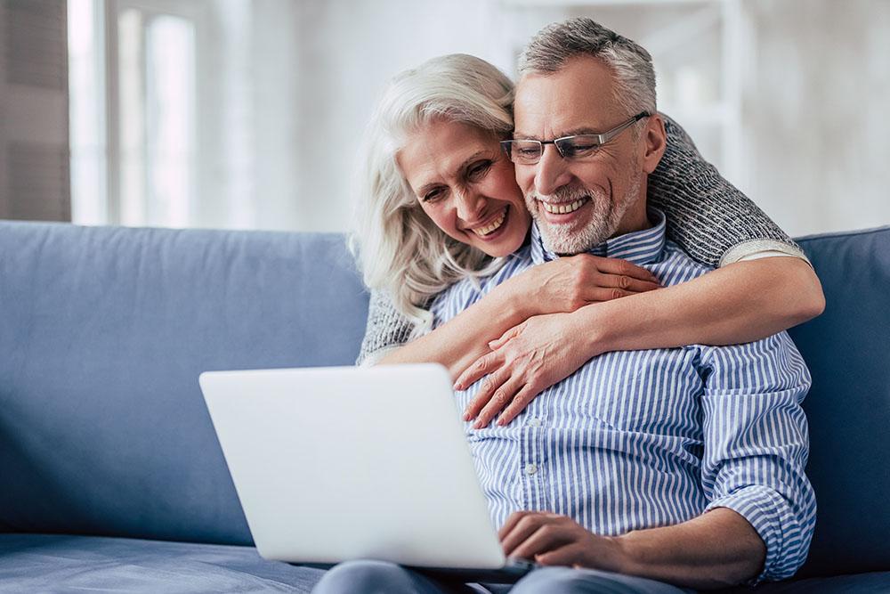 Seniorenservice, Das Konzept der Immobilienverrentung wird in Deutschland immer bekannter. Häufig wird es wie folgt erklärt: Senioren, die ihre Immobilie verrenten, bekommen dafür bis an ihr Lebensende eine monatliche Rentenzahlung und behalten das lebenslange Wohnrecht. Das ist so aber nicht ganz richtig. Denn tatsächlich gibt es mehrere Verrentungs- und Zahlungsmodelle. Wir stellen die beliebtesten Möglichkeiten der Verrentung vor.Immobilien, Makler, Haus, Wohnung, Eigentumswohnung, Kauf, Miete, verkaufen, vermieten, Düsseldorf, Düsseldorf-Nord, Düsseldorfer Norden, Duisburg, Duisburg-Süd, Duisburger Süden, Eigentümer, Eigentum, Vermietung, Vermieter, Immobiliensuche, suchen, Immobilienmakler, real estate agency, real estate agent, Haus kaufen, Haus mieten, Wohnung kaufen, Wohnung mieten, Immobilienexperte, Immobilienberater, Wittlaer, Kaiserswerth, Kalkum, Angermund, Lohausen, Stockum, Golzheim, Zuhause, ASSVOR, Kaufpreis, Herr Krüll, Kundenmeinunge, Referenzen, Bewertung