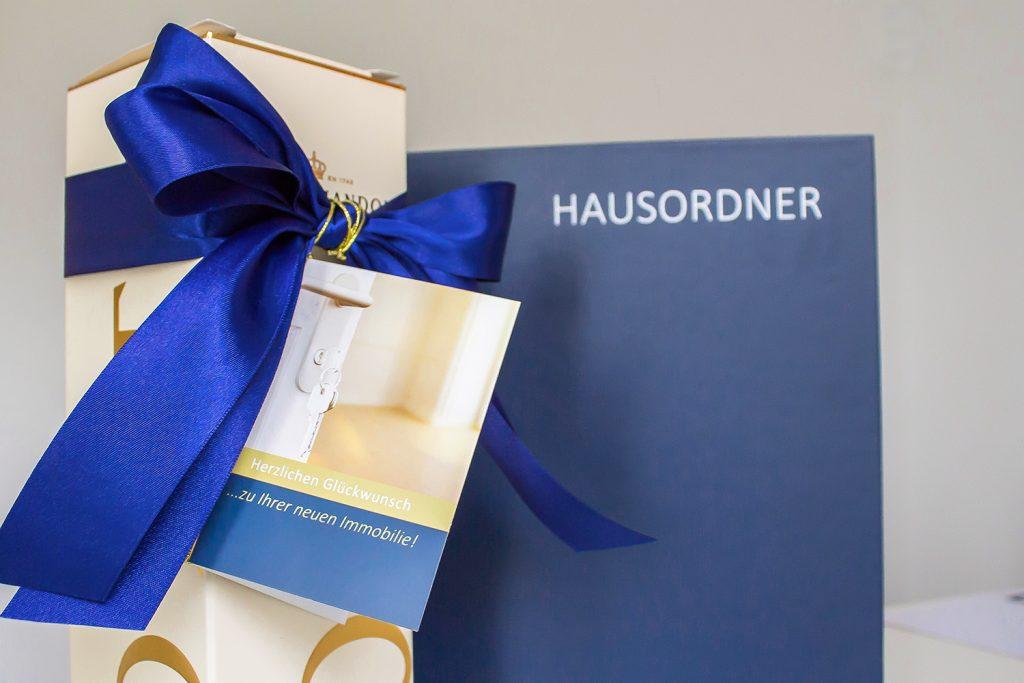 Hausordner, Geschenk für Käufer, erfolgreich vermitteltes Haus, Düsseldorf